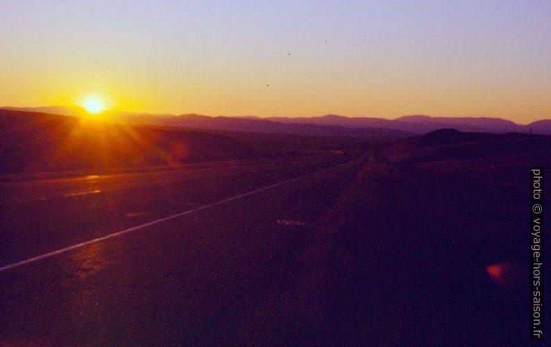Lever du soleil sur l'I90. Photo © André M. Winter