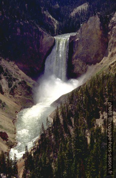 Le Yellowstone River passe en crue sur le Lower Fall. Photo © André M. Winter