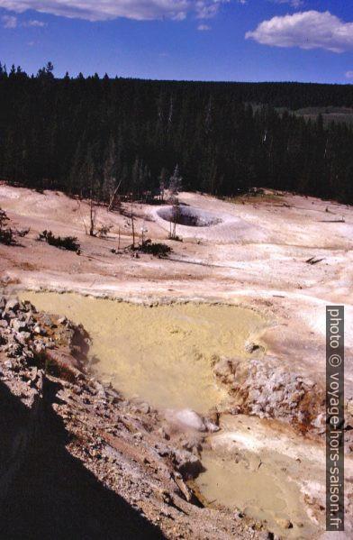 Le Sulfur Caldron du Yellowstone Park. Photo © André M. Winter