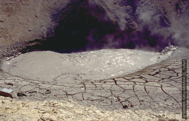Pot boueux dans la Mud Volcano Area. Photo © André M. Winter