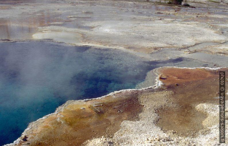 Trou d'eau claire du West Thumb Geysir Basin. Photo © André M. Winter