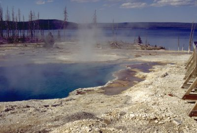 Le West Thumb Geysir Basin en bordure du Lake Yellowstone. Photo © André M. Winter