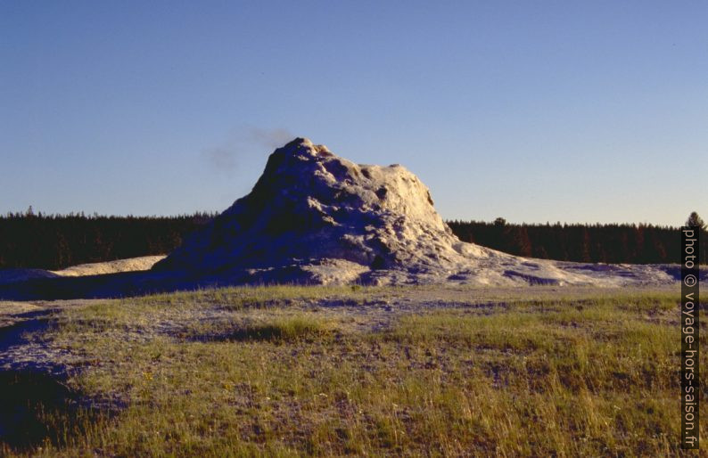 White Dome Geyser. Photo © André M. Winter