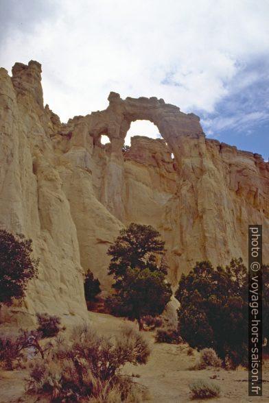 Le Grosvenor Arch dans le Cotton Wood Canyon. Photo © André M. Winter