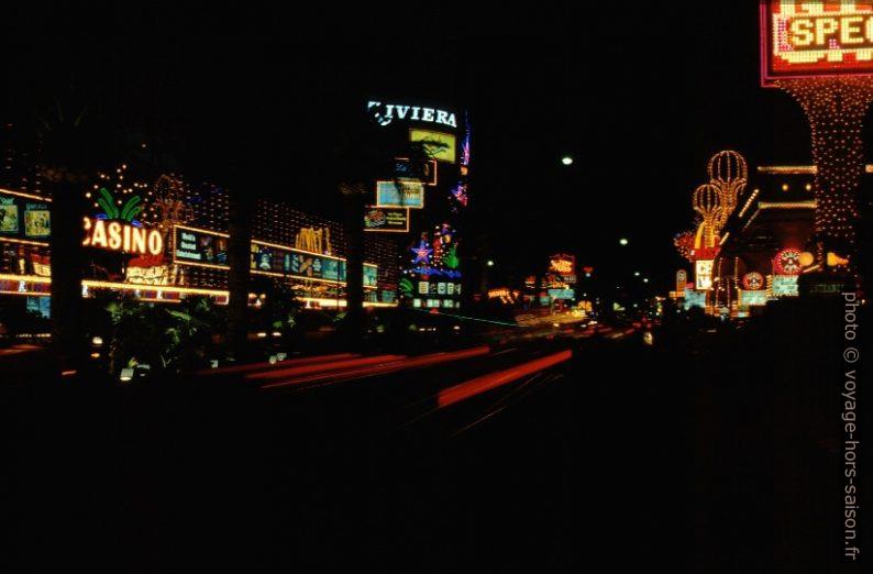 Le Las Vegas Boulevard de nuit. Photo © André M. Winter