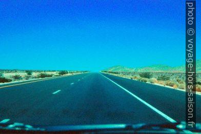 Highway entre Las Vegas et le Death Valley. Photo © André M. Winter