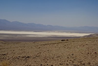 Vue sur les lacs de sels secs du Death Valley. Photo © André M. Winter