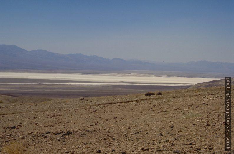 Vue sur les lacs de sels secs du Death Valley. Photo © André M. Winter
