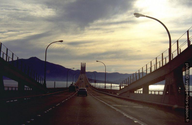 Sur le pont Richmond Toll Bridge. Photo © André M. Winter