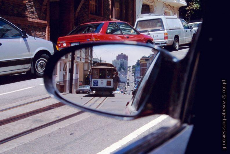 Un Cable Car vu dans le rétroviseur. Photo © André M. Winter