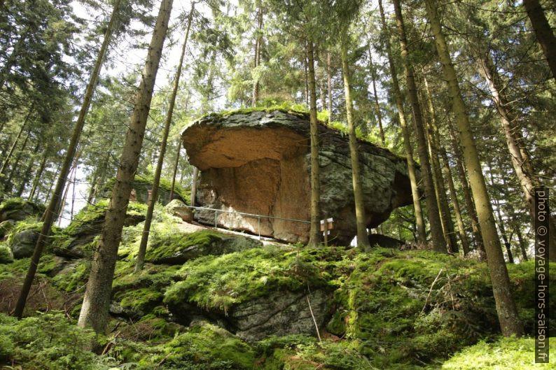 """Rocher de la grotte """"Höhle des Löwen"""" à Altmelon. Photo © André M. Winter"""