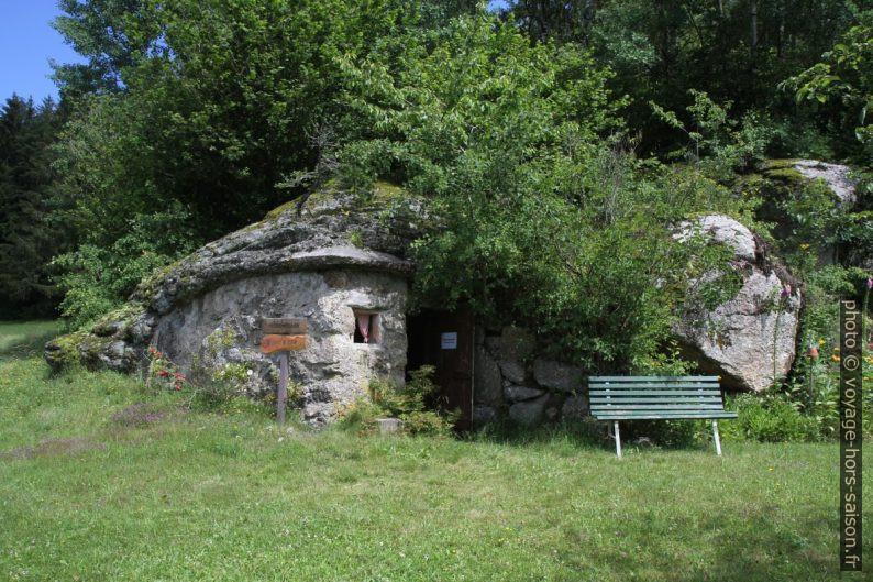 Une grotte transformée en cave. Photo © Alex Medwedeff