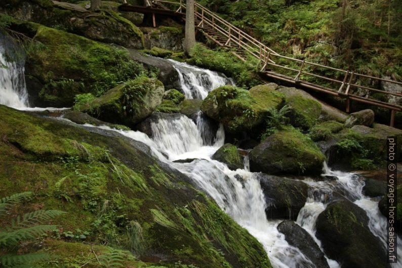 La cascade Lohnbachfall et le chemin qui l'acompagne. Photo © André M. Winter
