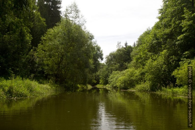La rivière Purzelkamp peu après son arrivé dans le lac Ottensteiner Stausee. Photo © Alex Medwedeff