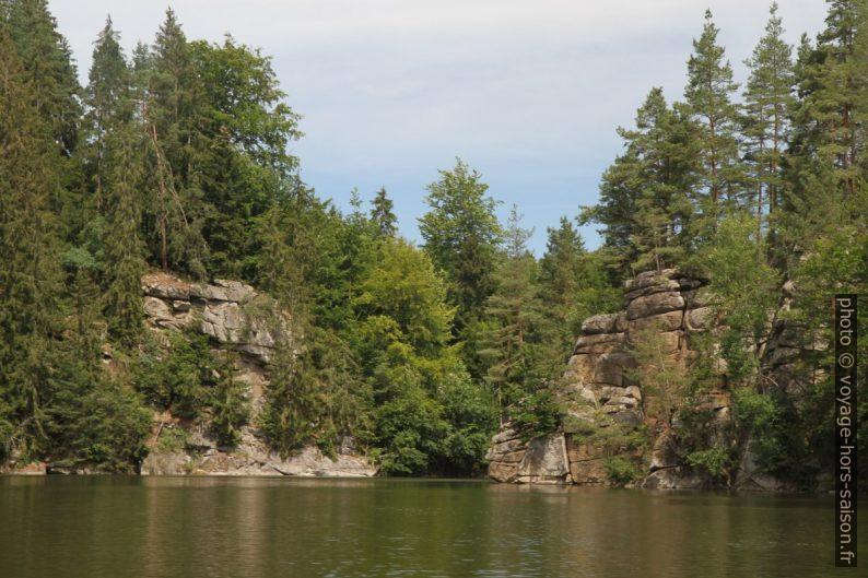 Passage entre rochers sur la branche Purzelkamp du lac Ottensteiner Stausee. Photo © Alex Medwedeff