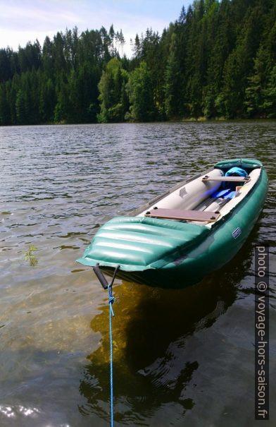 Notre canoe gonflable Gumotex Palava lors d'une pause le long du Purzelkamp. Photo © André M. Winter