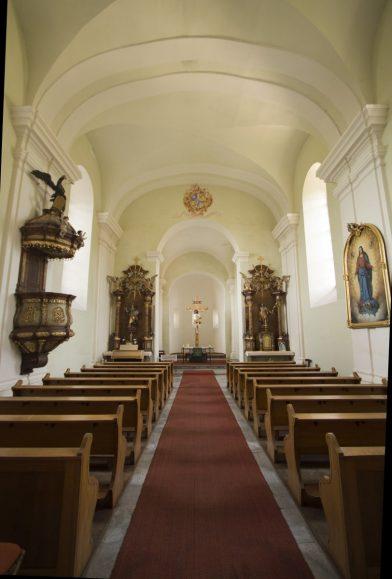 Nef baroque de l'église romane Propsteikirche à Zwettl. Photo © André M. Winter