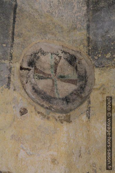 Une croix de consécration dans la chapelle Michaelskapelle à Zwettl. Photo © André M. Winter