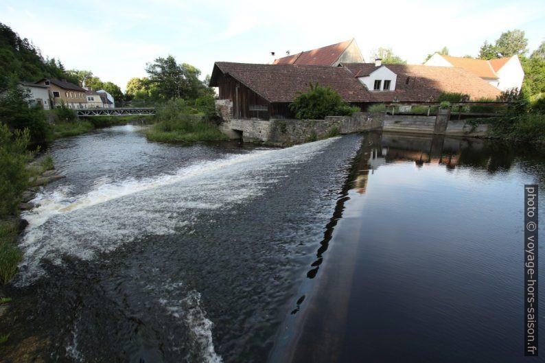 Digue d'un ancien moulin sur la rivière Kamp à Zwettl. Photo © André M. Winter
