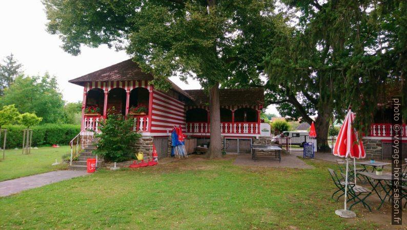 Anciennes cabines en bois du bain fluvial Plank am Kamp. Photo © André M. Winter