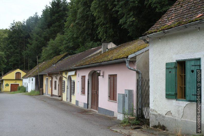 Maisons à presse de l'Eichberger Kellergasse. Photo © Alex Medwedeff