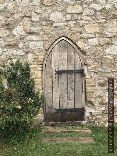 Porte dans les fortification de la ville de Hainburg. Photo © Alex Medwedeff