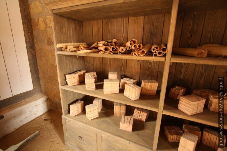 Rouleaux de papyrus et tablettes en bois à Carnuntum. Photo © André M. Winter