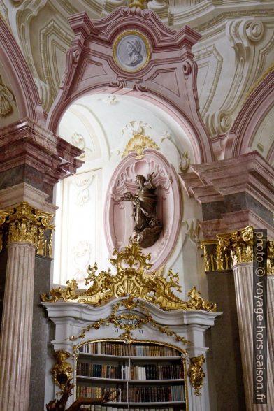 Détail de la partie centrale de la bibliothèque baroque d'Admont. Photo © Alex Medwedeff
