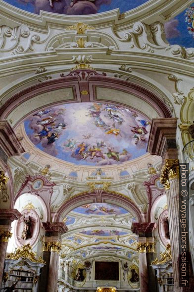 Fresques du plafond de la bibliothèque baroque d'Admont. Photo © Alex Medwedeff