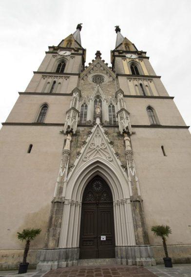 Façade occidentale de l'église néogothique d'Admont. Photo © André M. Winter