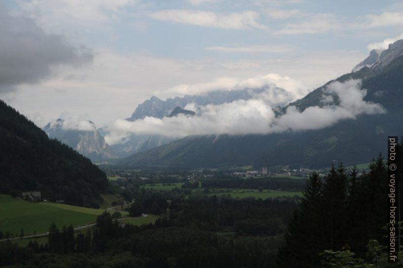 Vue retour du Frauenberg vers Admont. Photo © Alex Medwedeff