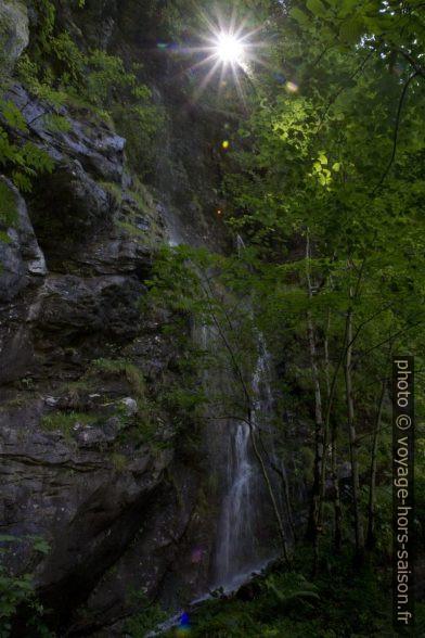 Petite cascade dans la vallée Bluntautal. Photo © Alex Medwedeff