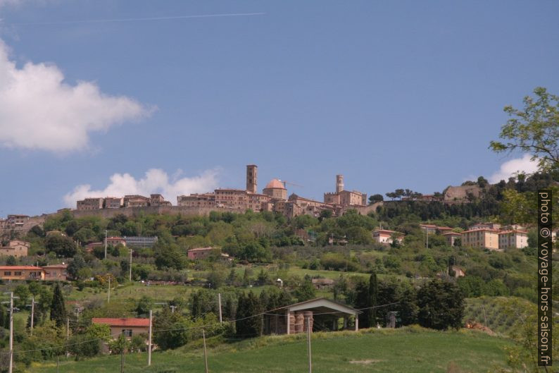 Volterra en arrivant du sud-ouest. Photo © André M. Winter