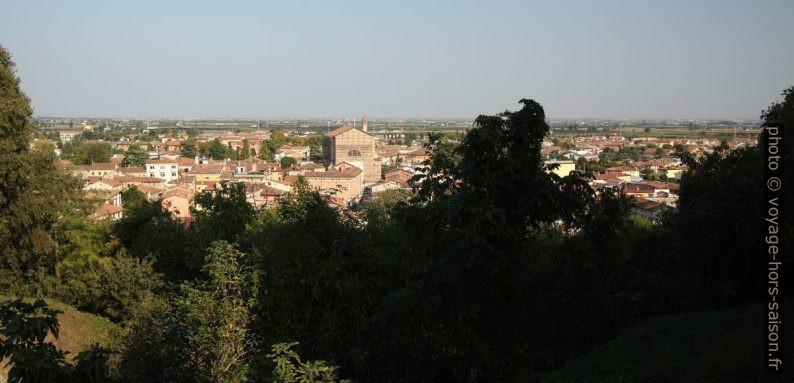 Vue du Castello Scaligero sur Valeggio. Photo © André M. Winter