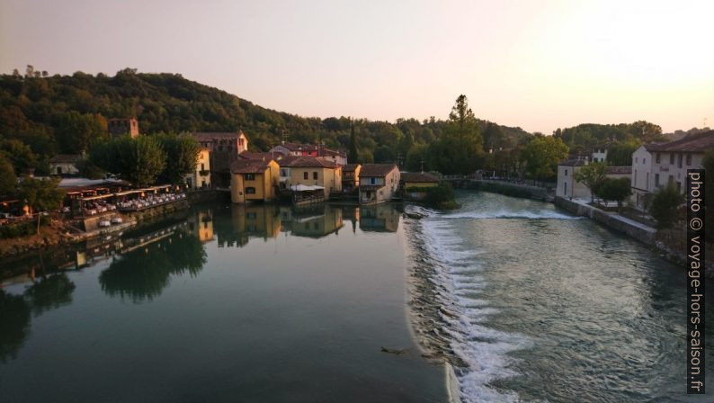 Vue du Ponte Visconteo sur le Borghetto de Valeggio. Photo © André M. Winter