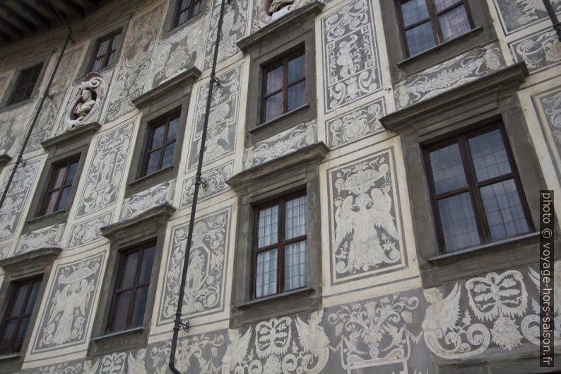 Sgraffito de la façade Palazzo della Carovana. Photo © André M. Winter