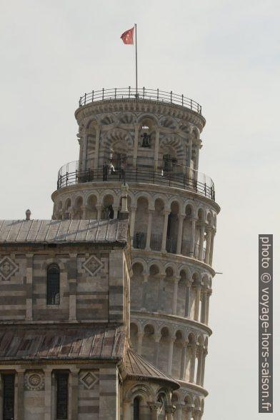 La Tour de Pise penchée derrière la cathédrale. Photo © André M. Winter