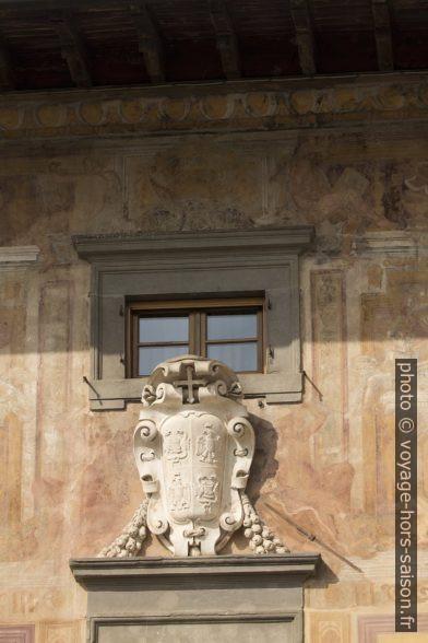 Emblème sculpté du Palazzo Puteano. Photo © André M. Winter