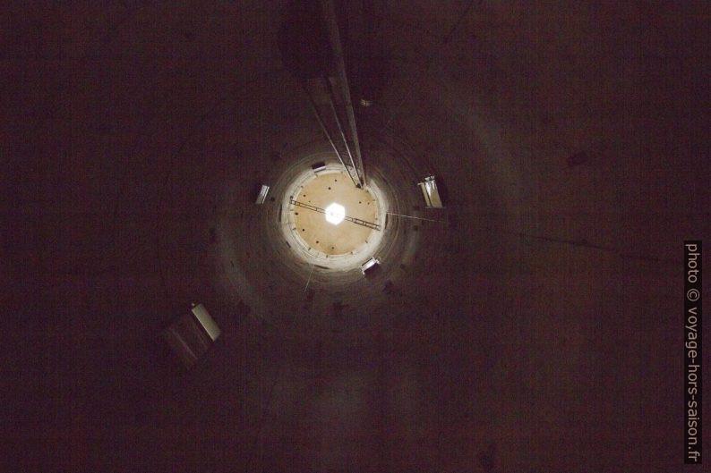 Intérieur creux de la Tour de Pise. Photo © André M. Winter