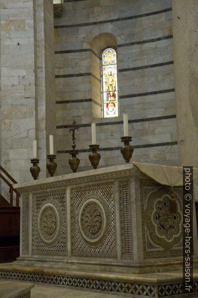 Autel de Guglielmo dans le baptistère de Pise. Photo © Alex Medwedeff