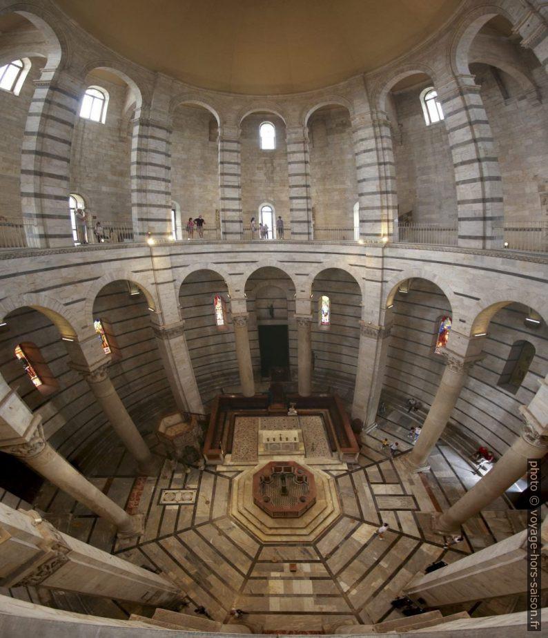 Panorama intérieur du baptistère de Pise. Photo © André M. Winter