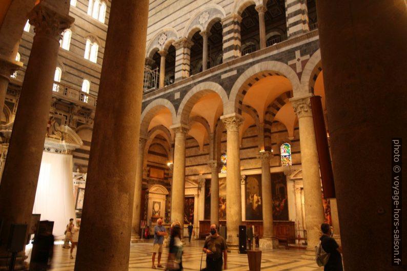 Vue vers le narthex de la cathédrale de Pise. Photo © André M. Winter