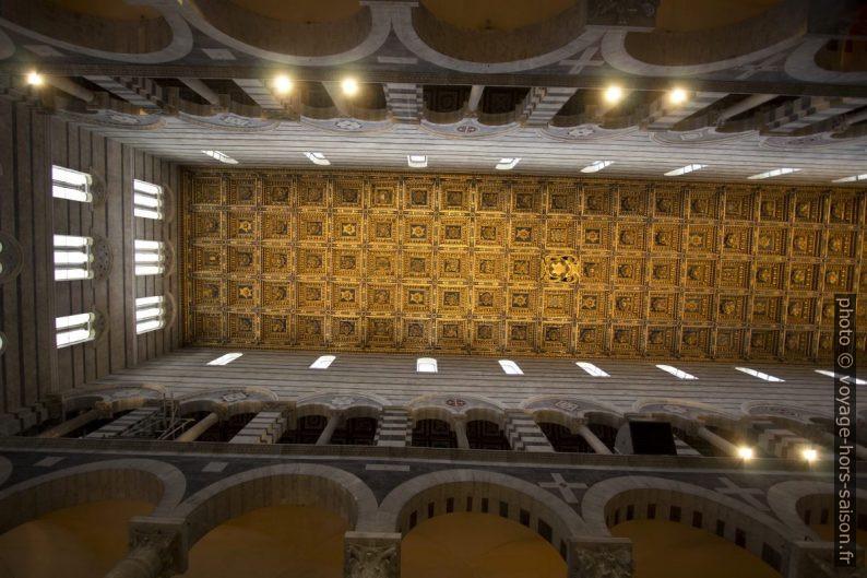 Plafond à caissons de la cathédrale de Pise. Photo © André M. Winter