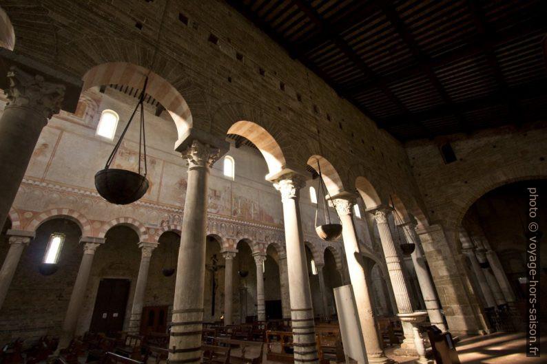 Nef de la Basilica di San Pietro Apostolo. Photo © André M. Winter