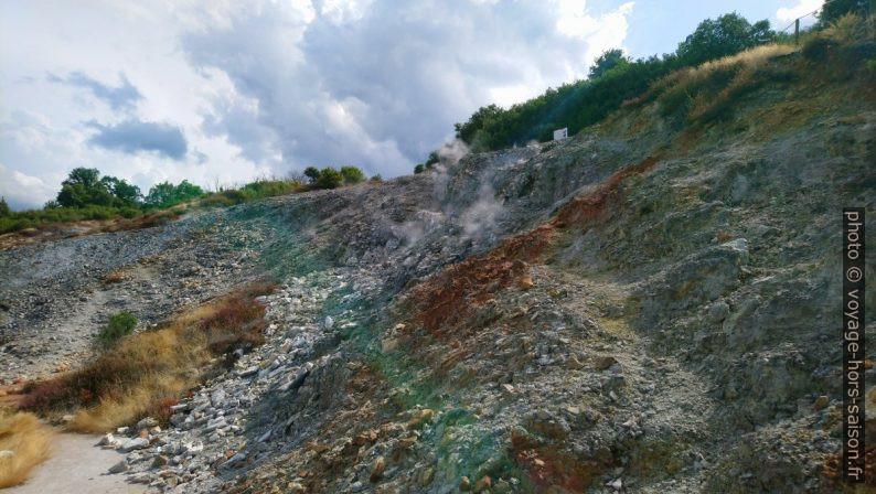 Fumerolles et traces de soufre près de Sasso Pisano. Photo © André M. Winter