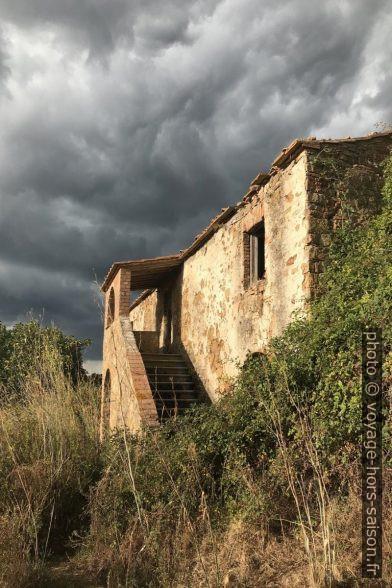 Ferme en ruine de Podere il Bagno. Photo © Alex Medwedeff