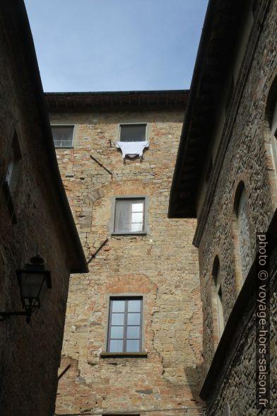 Maisons anciennes du centre de Volterra. Photo © Alex Medwedeff