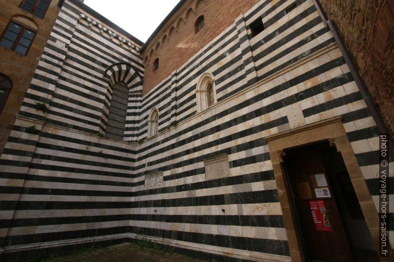 Cathédrale Santa Maria Assunta de Volterra vue de la Piazza dei Priori. Photo © André M. Winter