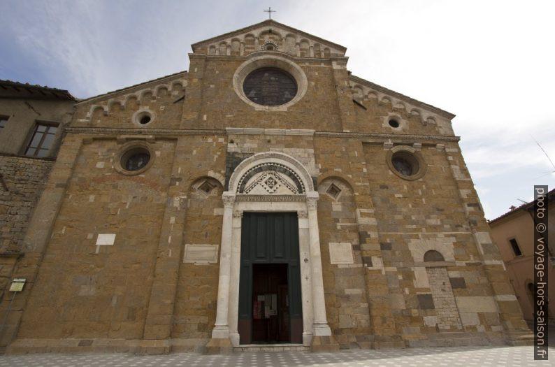 Façade principale sud-ouest du Duomo di Volterra. Photo © André M. Winter
