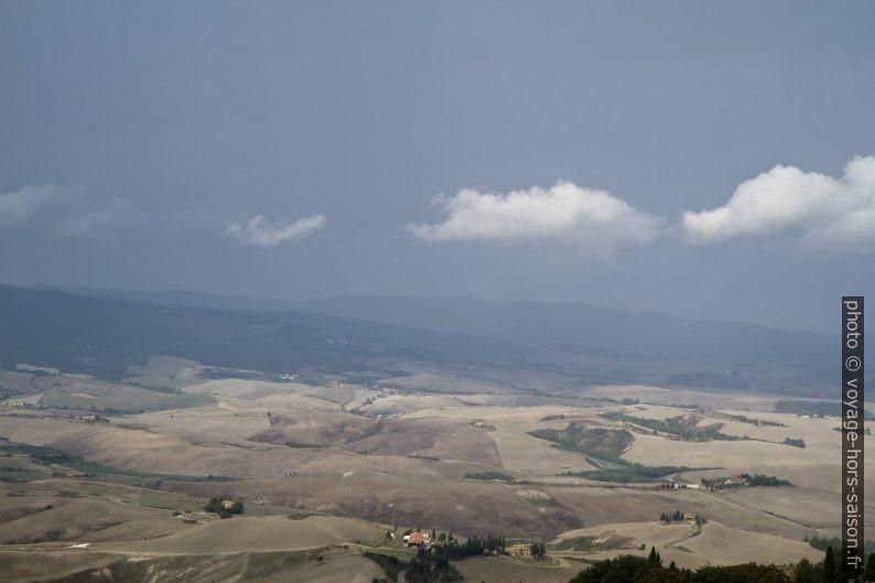 Le paysage au sud-ouest de Volterra. Photo © Alex Medwedeff